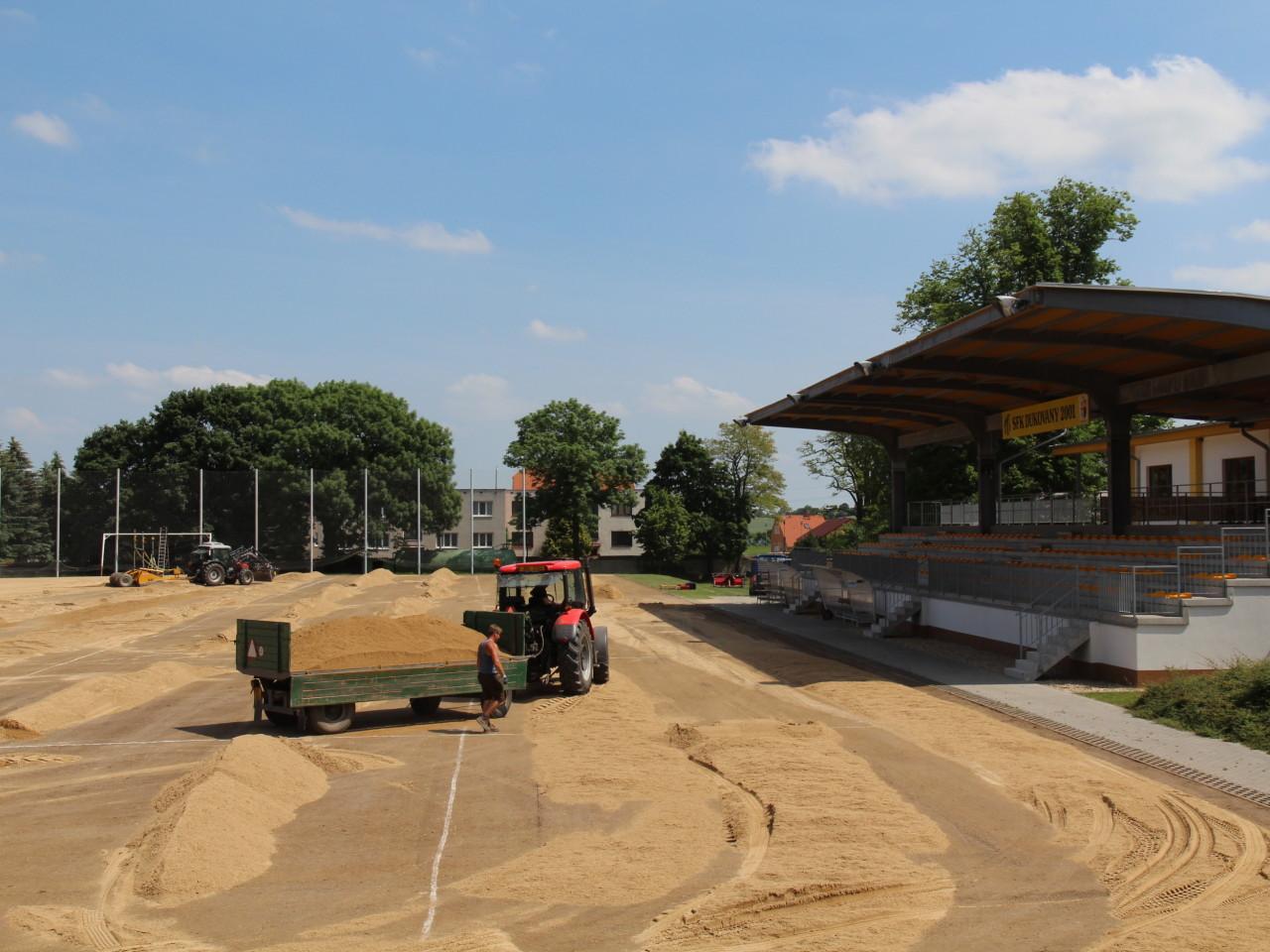 Navážení písku