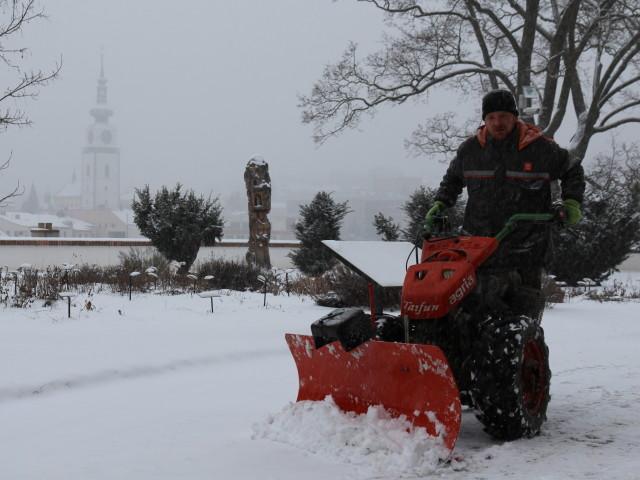 úklid sněhu_ruční